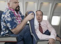 Vì sao ngả ghế trên máy bay bị coi là thô lỗ?